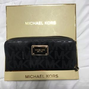 Michael Kors black wallet very good condition